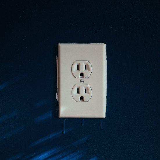 【カナダのコンセント事情】変圧器や変換アダプタは購入すべき?