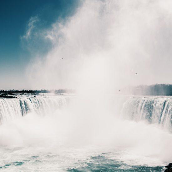 トロント大定番の観光スポット・ナイアガラの滝への4 つの行き方!